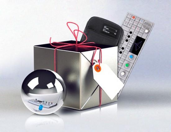 2012年12月にOP-1を購入すると専用ソフトケース(黒または緑)がプレゼントされるようです。