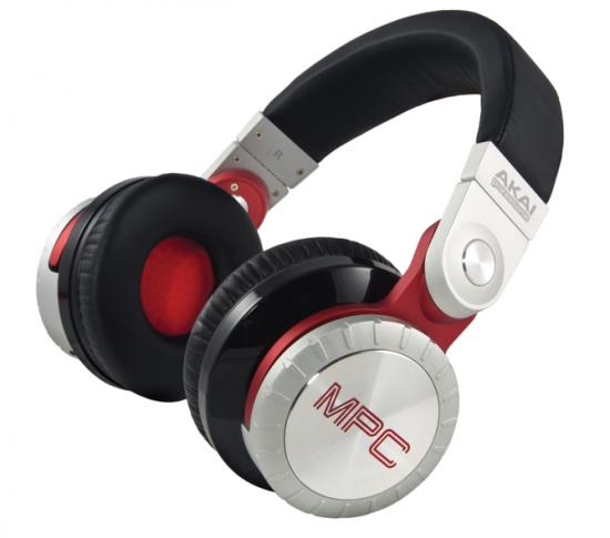 MPC好きにはたまらないAKAIのヘッドフォン「MPC Pro Headphones」発売!